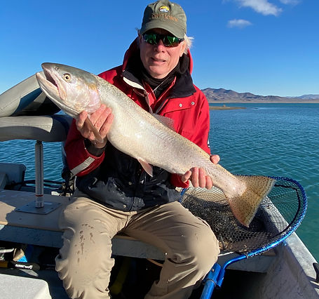 www.sierratroutdoorsman.com/pyramidlake_flyfishing_boatcharter_pilotpeak_cutthroat_guidedflyfishing_PyramidlakeguideG