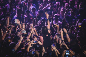 audience-cellphones-concert-2231750.jpg