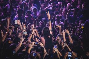 audience-cellphones-concert-2231750.jpg