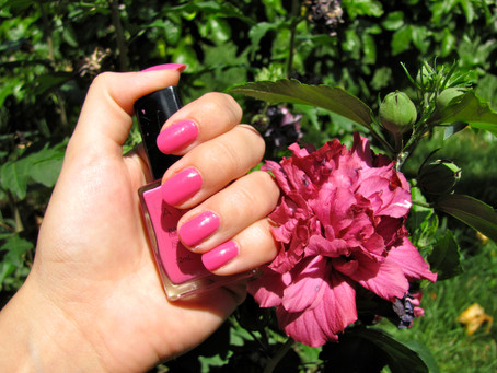 Nails of the Day: Viva Pink & Desert Cacti Inspiration