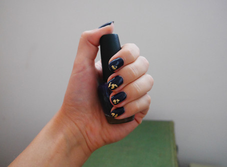 Nails of the Day: Navy & Gold