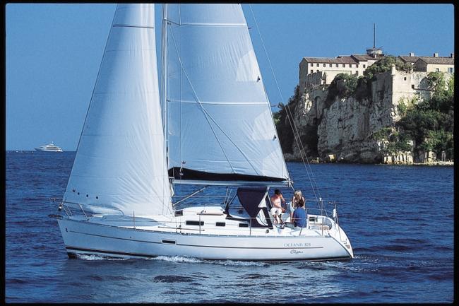 beneteau-oceanis-323Beneteau_oceanis_323