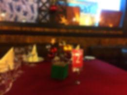 """Компактная и необычная новогодняя композиция """"салют из шаров и звезд"""""""