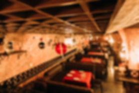 Подвесной декор - отличное решение для небольших пространств ресторанов, гостиниц, магазинов