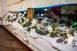 снежный фриз на подоконнике