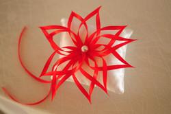 Подушка для колец с красным цветком