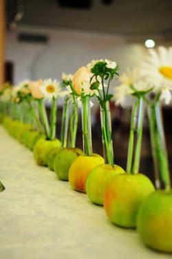 Цветы в яблоках