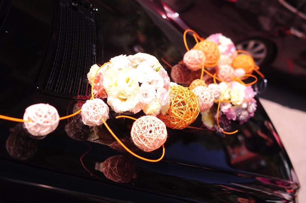 Цветы и ротанг