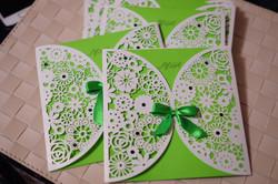 Резные приглашения в зеленом цвете