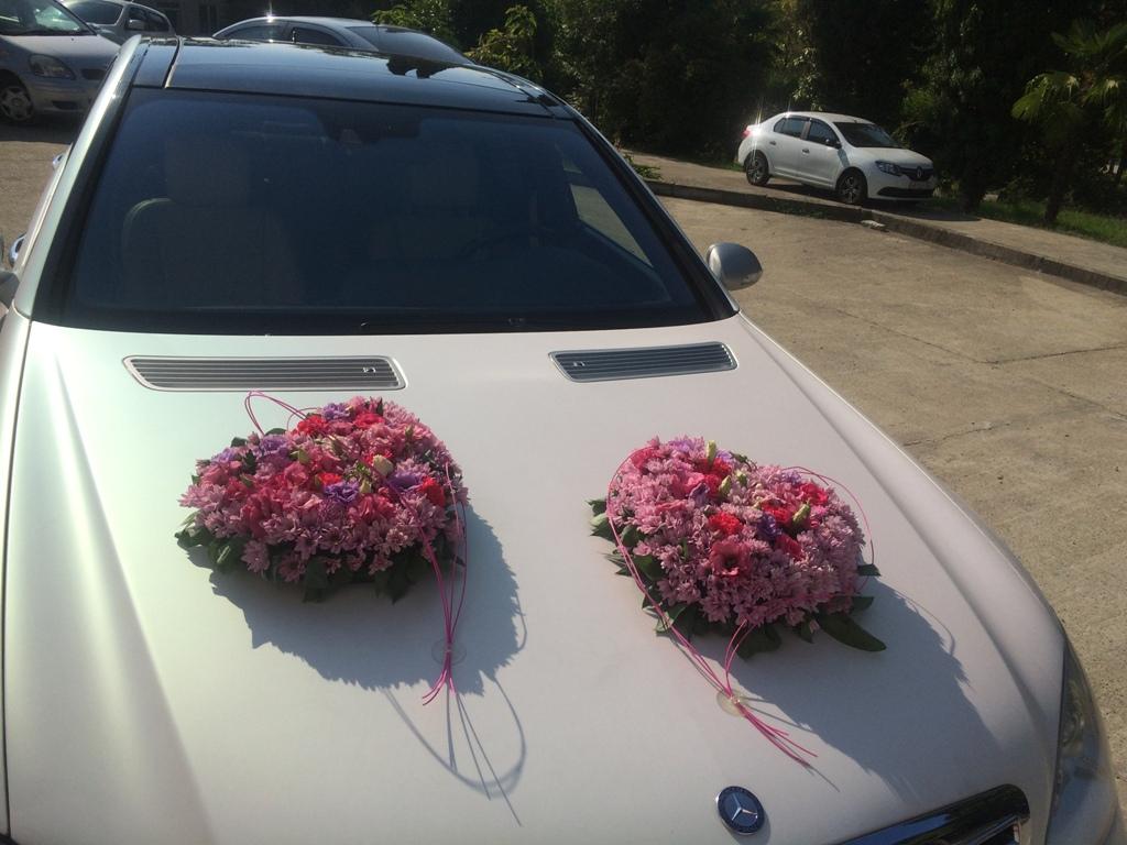 Сердца из живых цветов