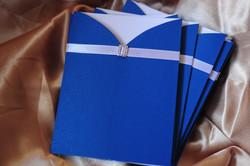 Синее приглашение с пряжкой
