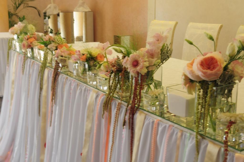 Цветочная фриза со свечами