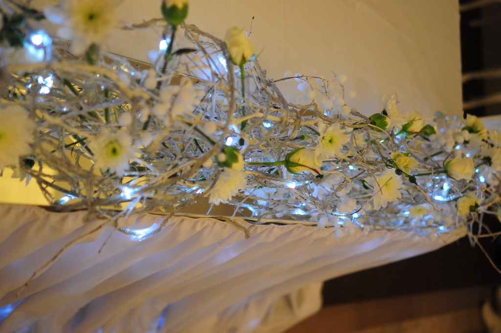Оформление стола молодоженов - фриза на зеркале