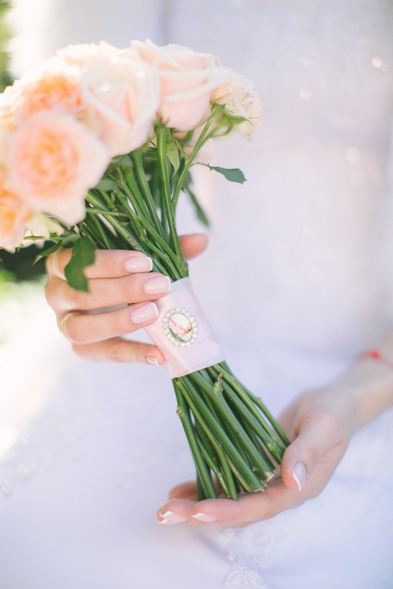 нежный букет из кремовых роз