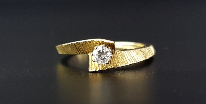 Modernist Retro Bark Twisted 18ct 18 carat Gold Diamond Engagement Ring 1969