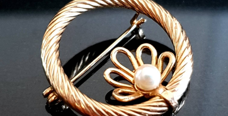 Vintage 9ct Gold Twisted Robe Circle Pearl Brooch PMS London 1973
