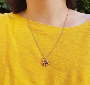 Modernist Style 9ct Gold Diamond Lily Fl