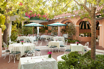 beverly-hills-hotel-polo-lounge-patio-3.