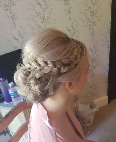 Hair client from a recent wedding 😍💐_M