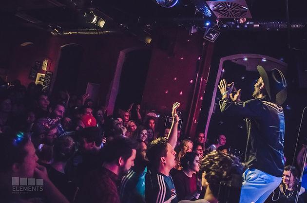 Erstes Club Konzert In Würzburg Cafe Cairo Du Hexenkessel Es