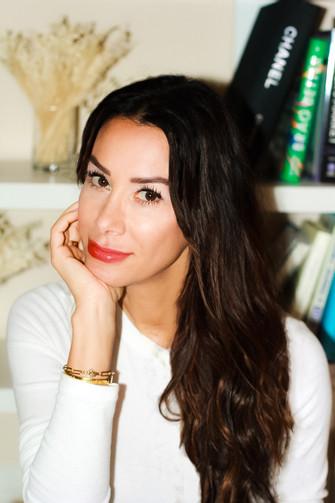 Meet Author Naz Meknat