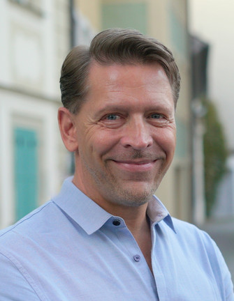 Award-winnning author Jörn Jacob Rohwer