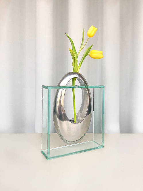 glass/chrome vase
