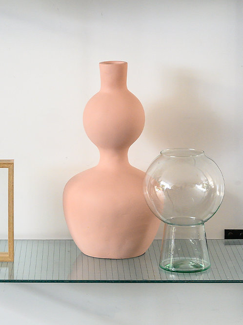 UNC tall vase soft curve cameo