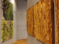 A esquerda obra de Marilyn Green, a direita obra de Juliana Hoffmann