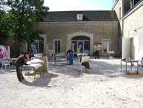 Artistas trabalhando no pátio do Château