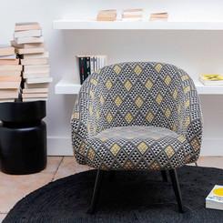 fauteuil-en-jacquard-noir-et-or-clayton-