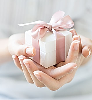 romantic-gift-box-PLLYGHD.jpg