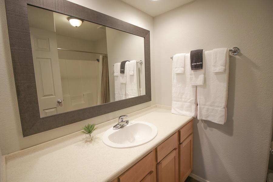 2nd Bedroom's Full Bath