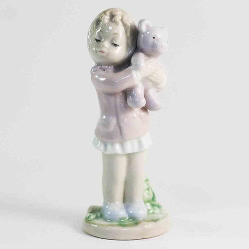 """Фарфоровая статуэтка """"Девочка с медвежонком"""""""