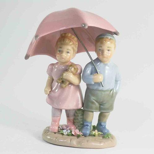"""Фарфоровая статуэтка """"Свидание под зонтом"""""""