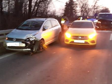 Verkehrsunfall mit 4 PKW