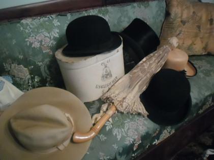 Collezione di copricapo dell'Ottocento