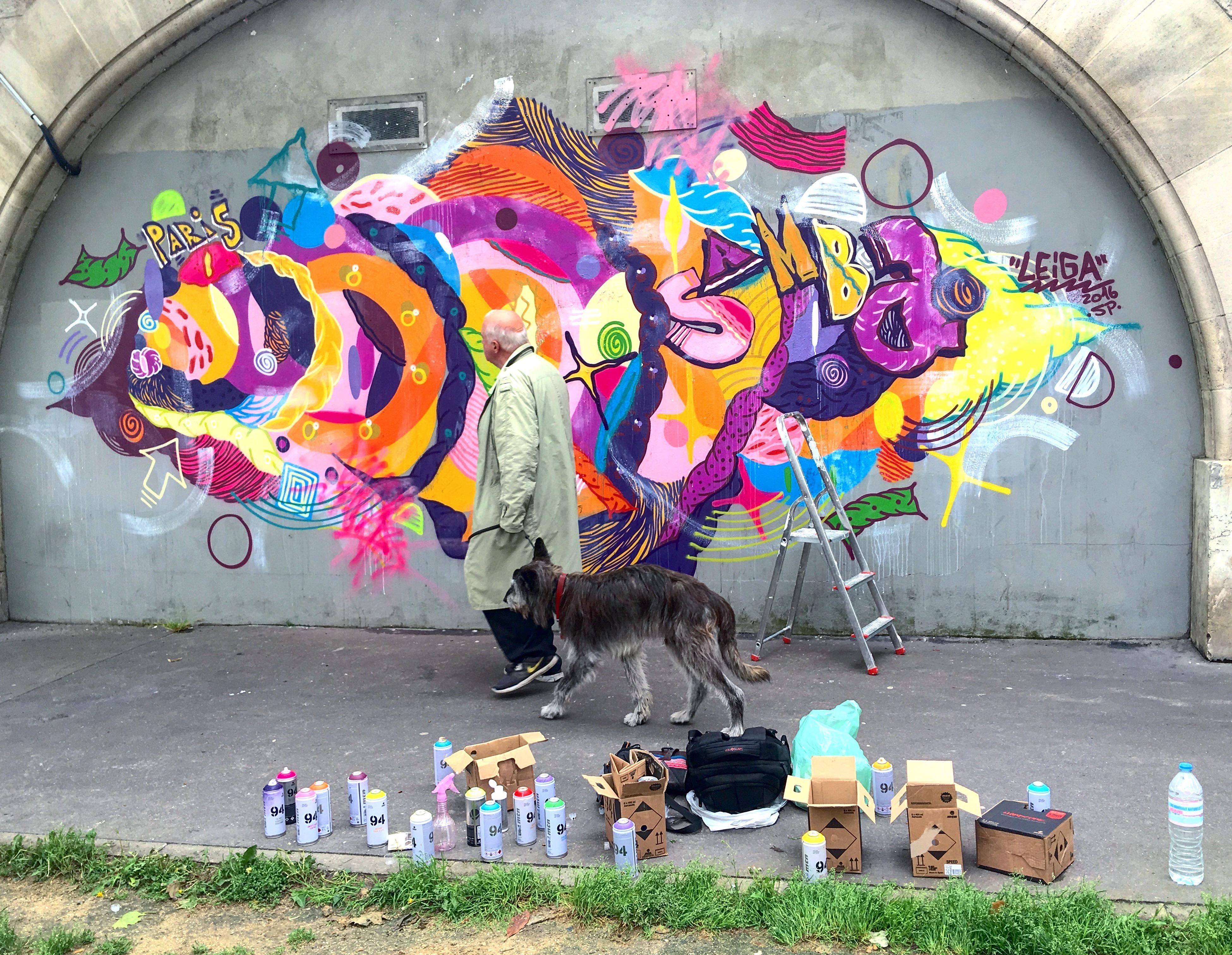 Graffiti feito na cidade de Paris