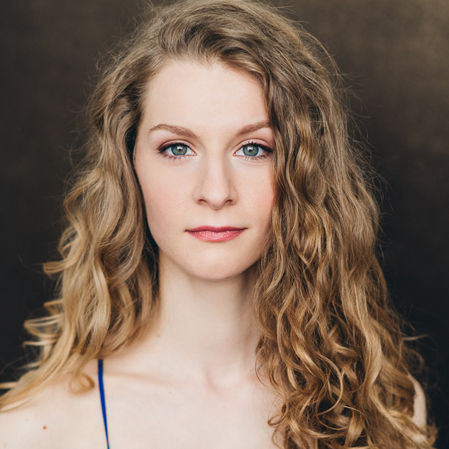 Krystina Bojanowski (Annie)