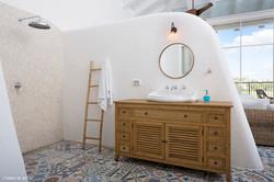 עיצוב חדר רחצה הורים