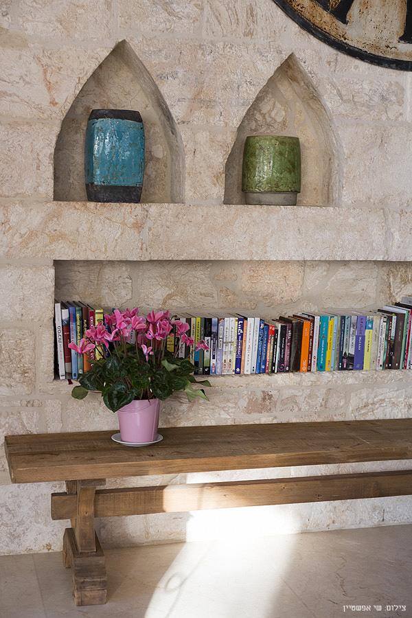 עיצוב נישות בקיר אבן