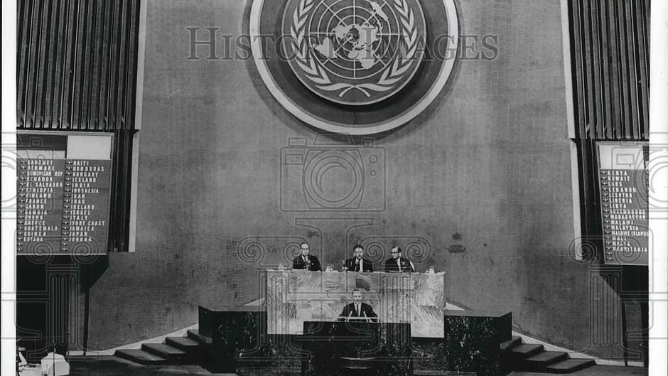 UN Press_HumanRights_April2000.pdf