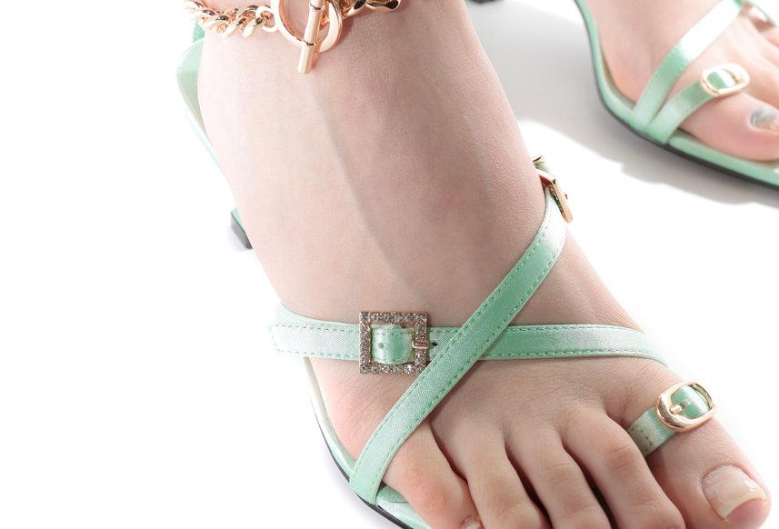 NODRESS / Rhinestone Buckle Pointed Sandals / Green