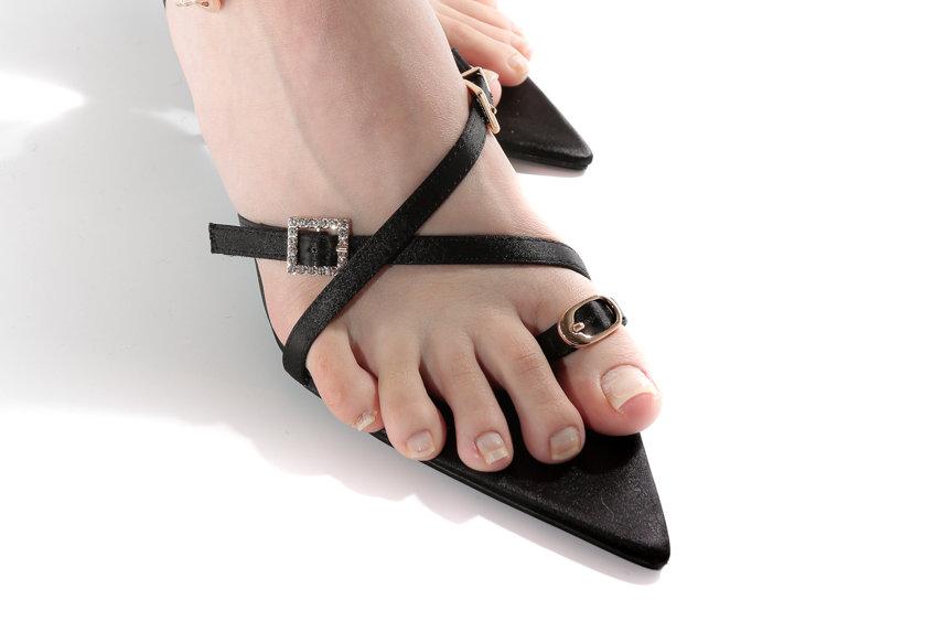 NODRESS / Rhinestone Buckle Pointed Sandals / Black