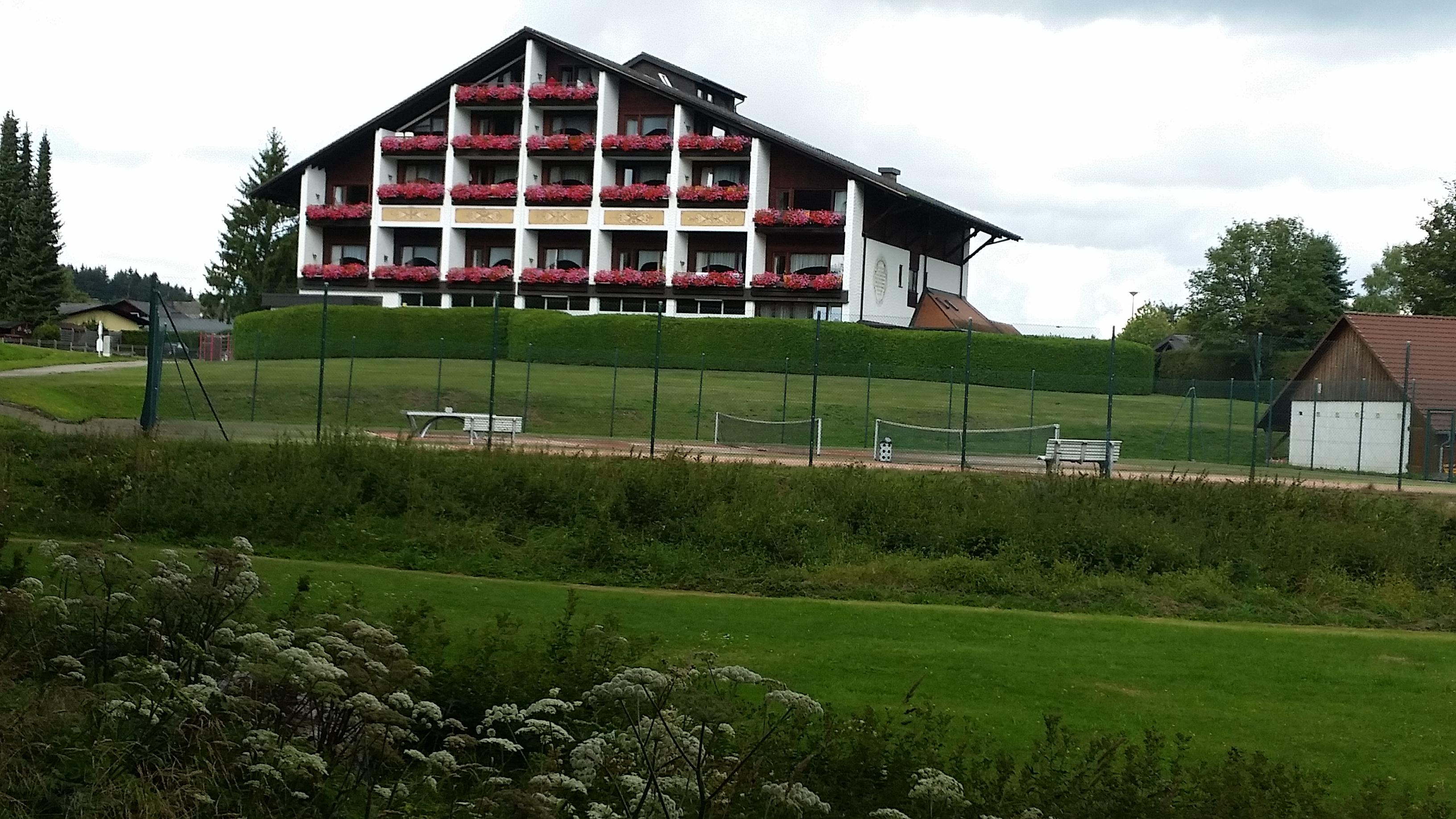 Ruhbühl_mit_Tennisplatz