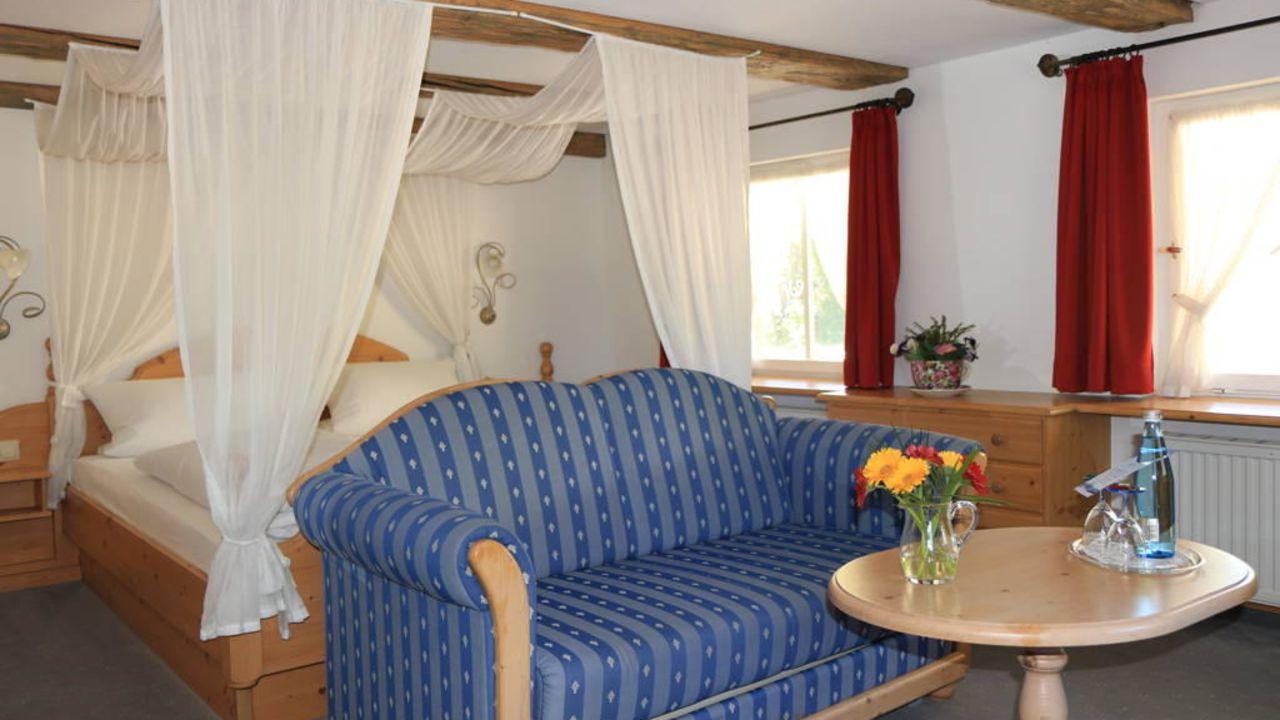 Adler Himmelbett u Couch