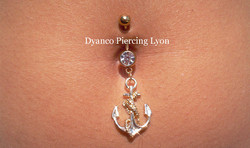 Piercing nombril ancre or
