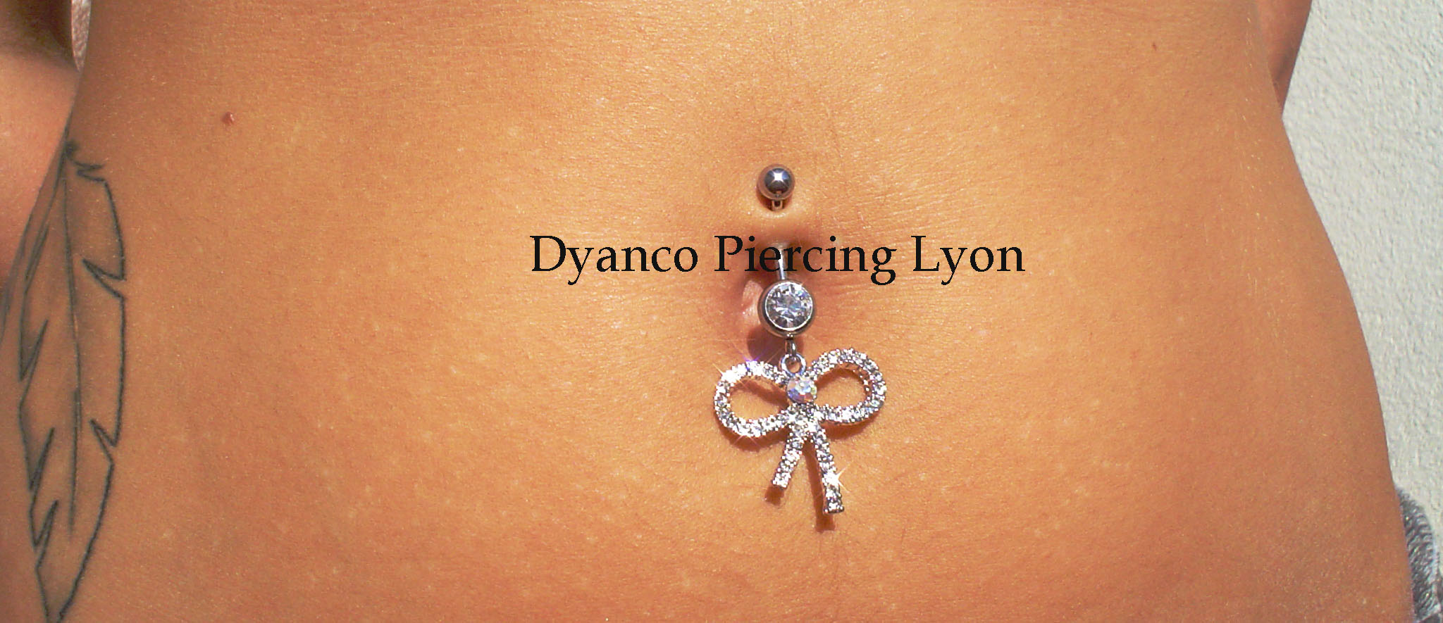 Piercing nombril noeud
