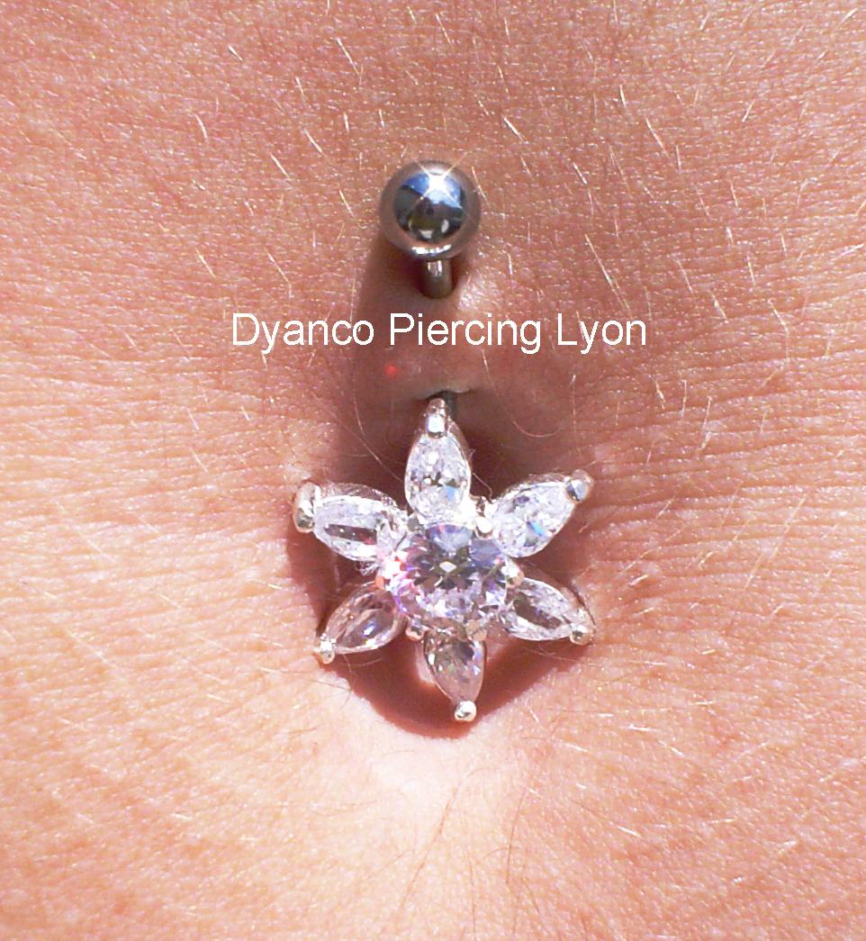 piercing_nombril_étoile_argent