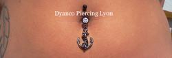 piercing nombril ancre noire